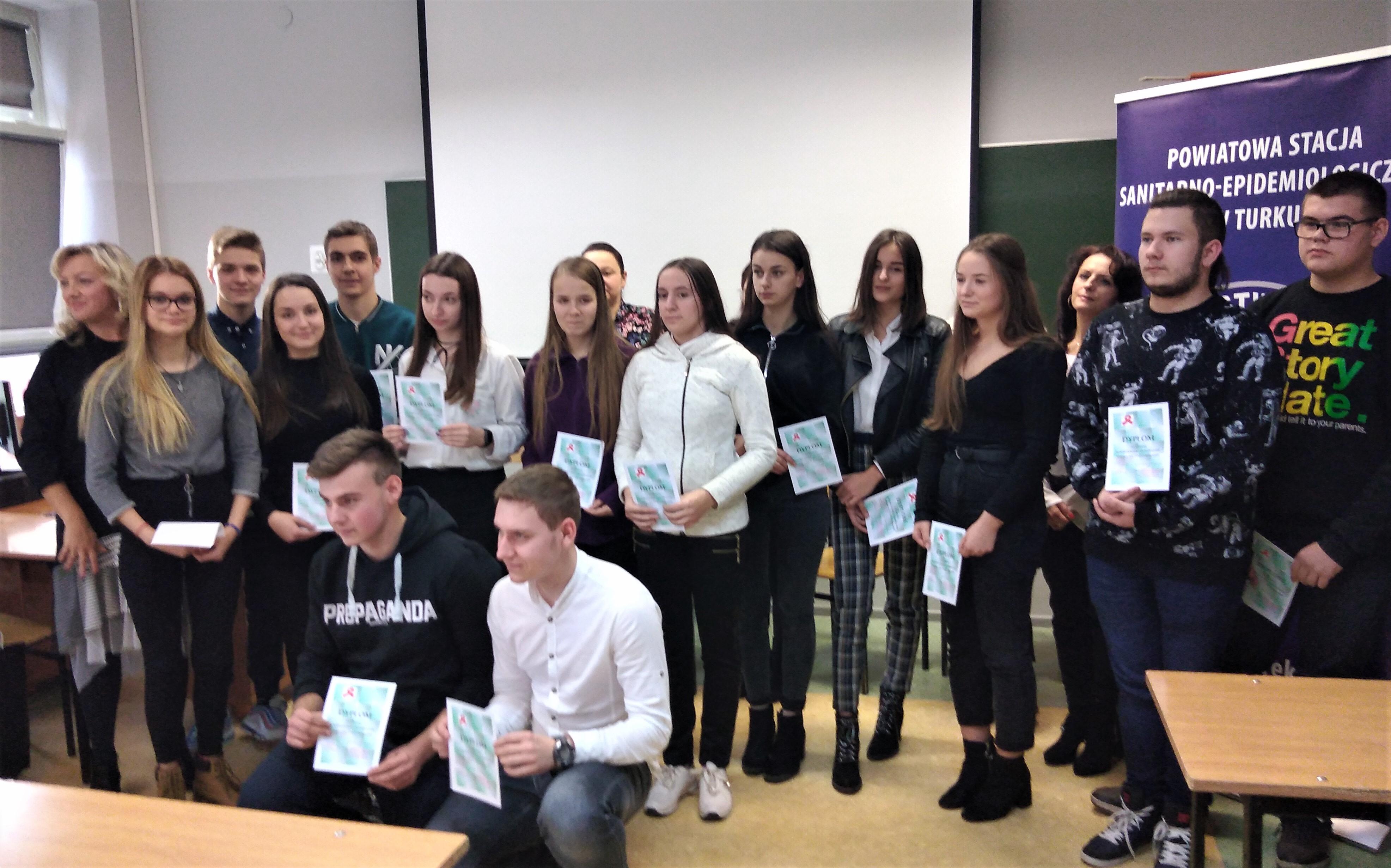 Uczniowie ZSR na podium  Powiatowej Olimpiady Wiedzy o  HIV i AIDS